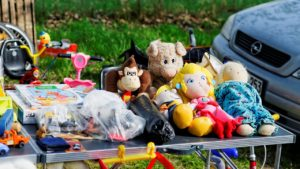 yard sale. tips to declutter your home