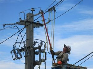 Soldier helping restore power to Puerto Rico. renewable energy in Puerto Rico